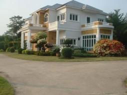 9 เตียง บ้าน สำหรับขาย ใน บางเสร่ - Not In A Village