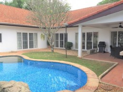 3 เตียง บ้าน สำหรับขายและให้เช่า ใน พัทยาตะวันออก - Freeway Villas