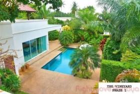 4 เตียง บ้าน สำหรับขาย ใน พัทยาตะวันออก - Vineyards 1