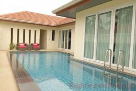 4 เตียง บ้าน สำหรับขาย ใน พัทยาตะวันออก - Whispering Palms