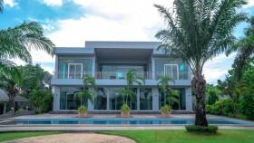 5 เตียง บ้าน สำหรับขาย ใน พัทยาตะวันออก - Not In A Village