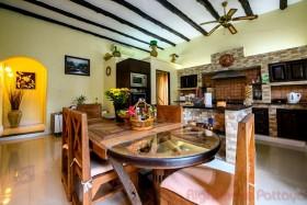 3 เตียง บ้าน สำหรับขาย ใน พัทยาตะวันออก - El Grande