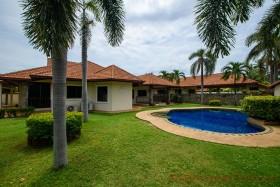 4 เตียง บ้าน สำหรับขาย ใน พัทยาตะวันออก - Not In A Village