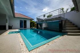 4 เตียง บ้าน สำหรับขายและให้เช่า ใน พัทยาตะวันออก - Regents Estate