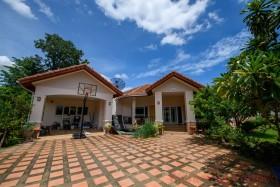 11 เตียง บ้าน สำหรับขาย ใน พัทยาตะวันออก - Not In A Village
