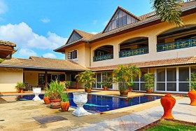 5 เตียง บ้าน สำหรับขาย ใน พัทยาตะวันออก - El Grande