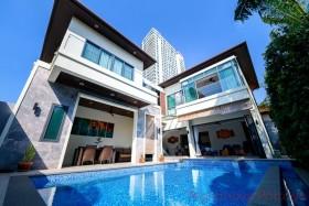 4 เตียง บ้าน สำหรับขาย ใน พระตำหนัก - Majestic Residence