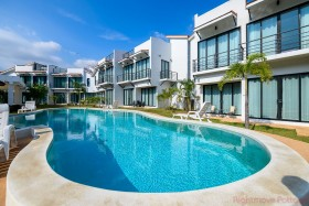 2 เตียง บ้าน สำหรับขาย ใน Phoenix - Sunrise Villa Resort